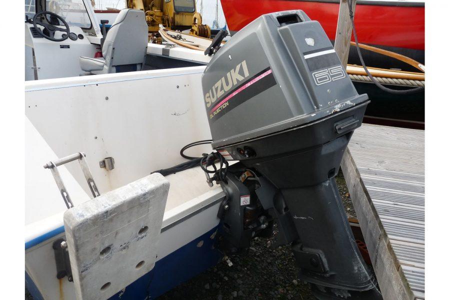Delmar 16 fishing boat - transom with Suzuki outboard engine