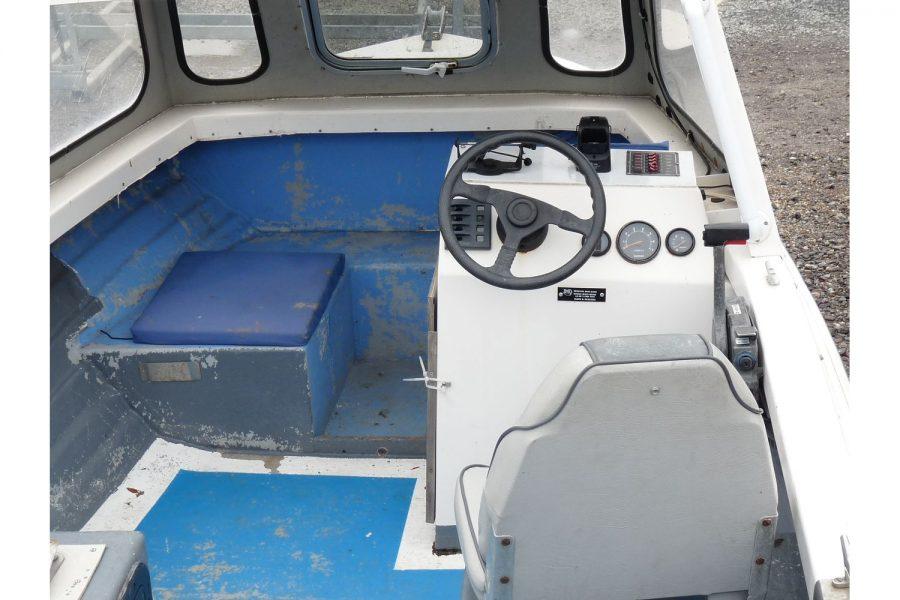 Delmar 16 fishing boat - helm position