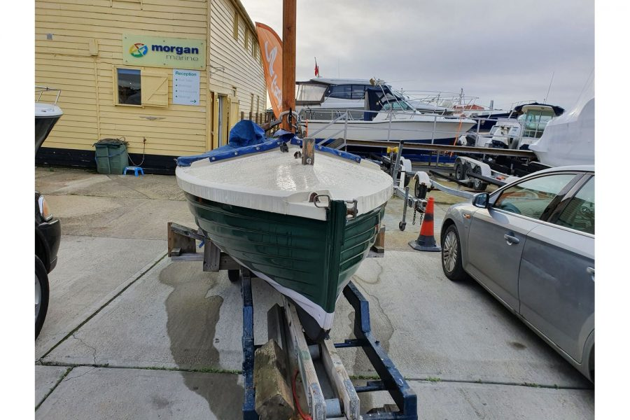 Character 18 coastal sailing yacht - launching trolley and bow