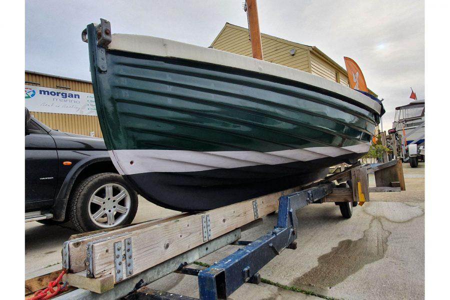 Character 18 coastal sailing yacht - port side hull lines