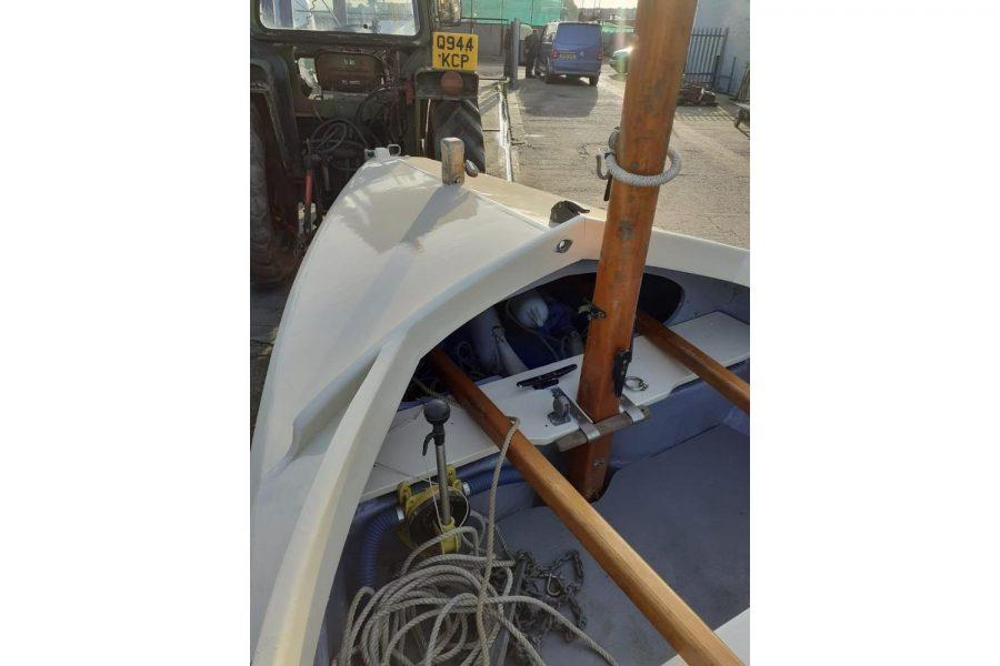 Character 18 coastal sailing yacht - mast