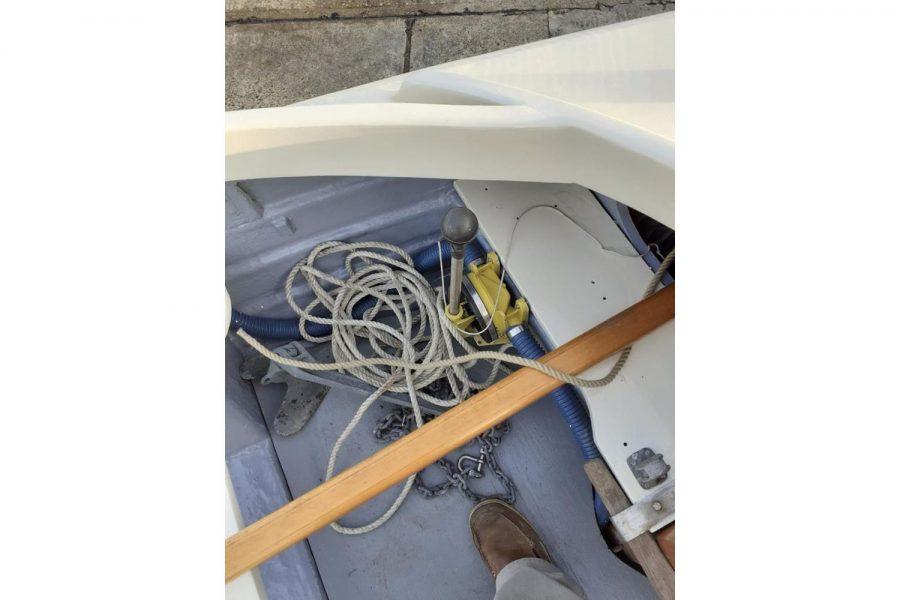Character 18 coastal sailing yacht - ropes and bilge pump