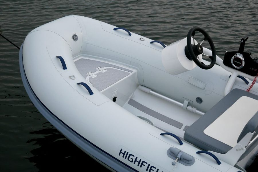 Highfield-cl-340-on water