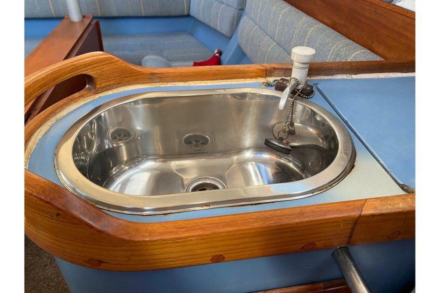 Hunter Horizon 27 - galley sink