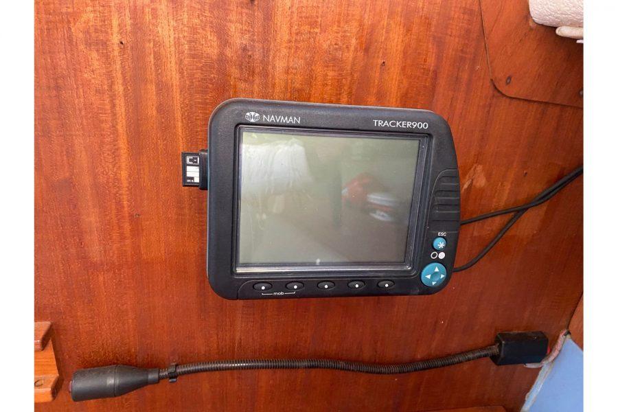Hunter Horizon 27 - Navman Tracker 900 GPS
