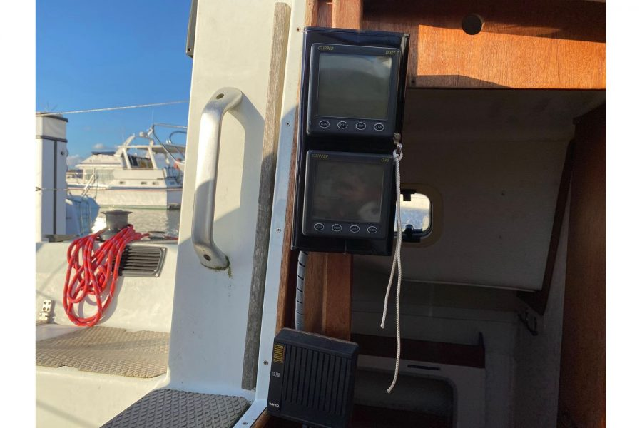 Hunter Horizon 27 - navigation electronics
