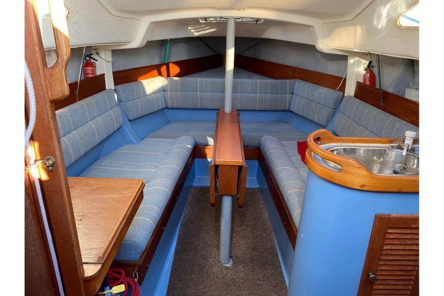 Hunter Horizon 27 - cabin