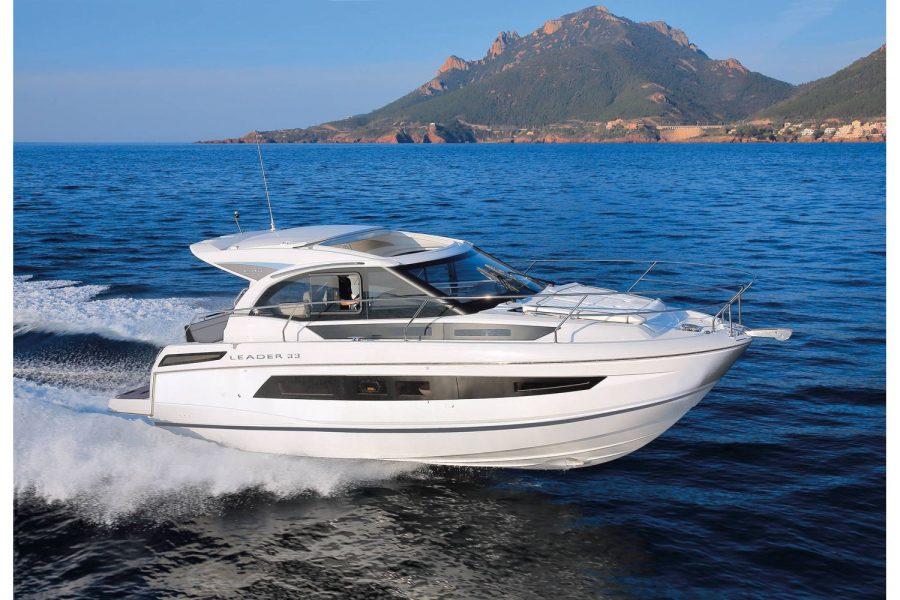 Jeanneau Leader 33 diesel sports cruiser - on the water