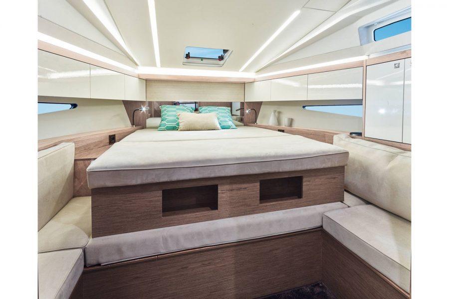Jeanneau Leader 33 diesel sports cruiser - main cabin