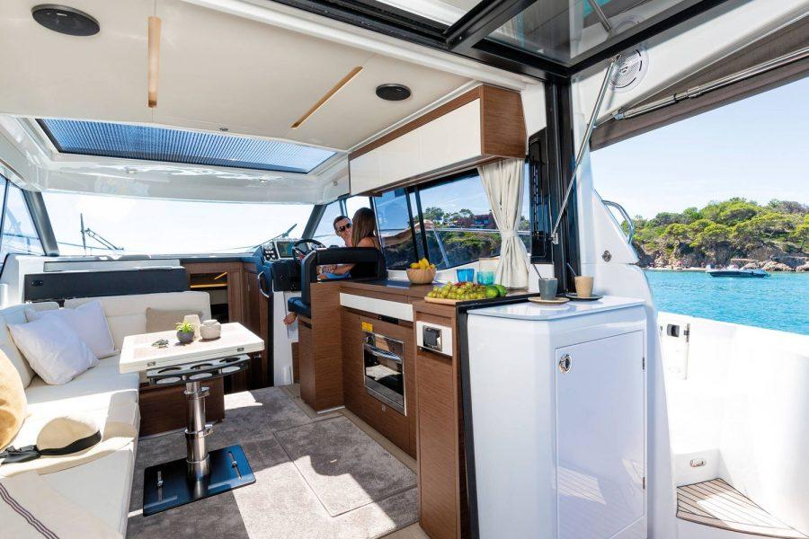 Jeanneau NC 37 - galley and fridge