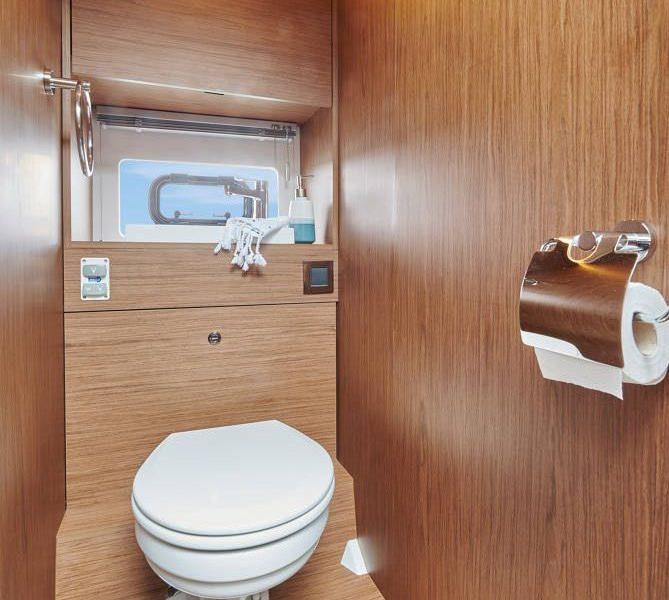 Jeanneau NC 37 - toilet compartment