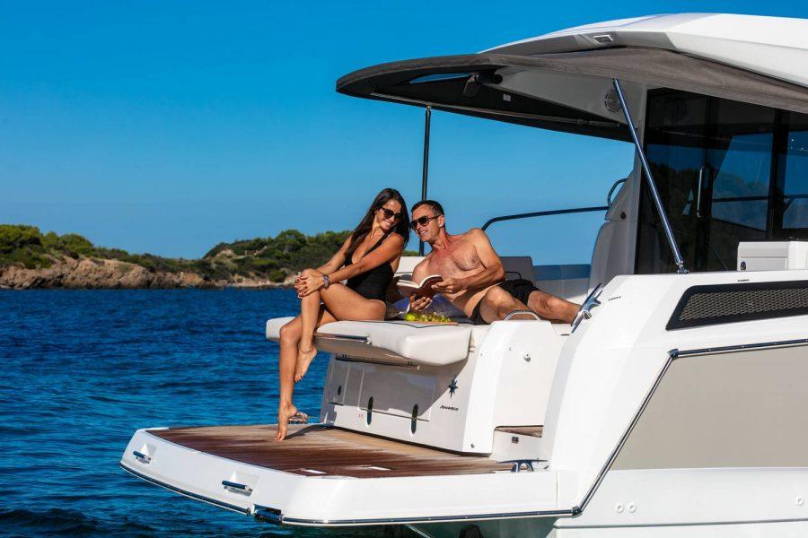 Jeanneau NC 37 - cockpit sofa converts to sun lounger