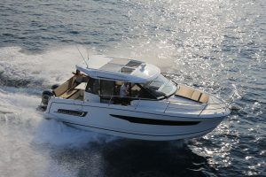Jeanneau Merry Fisher 895 – With Must Have Options.