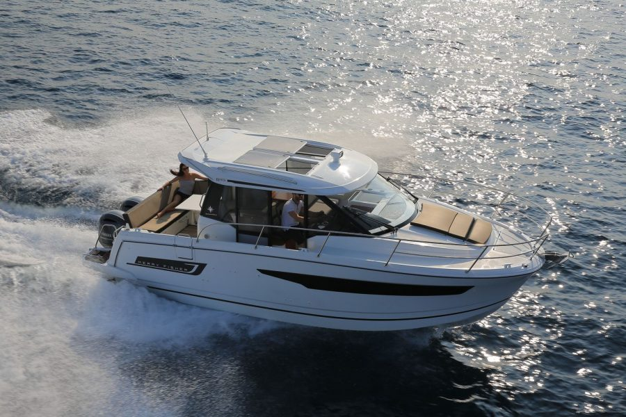 Jeanneau Merry Fisher 895 - Offshore - on the water