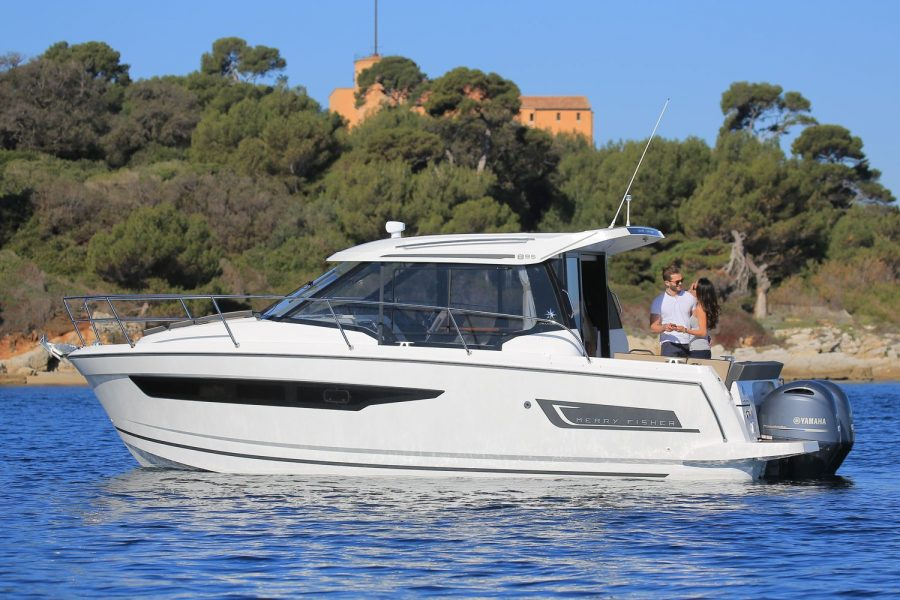 Jeanneau Merry Fisher 895 - on the water