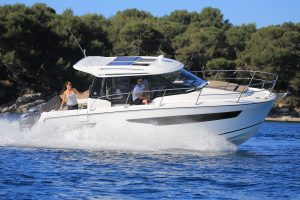 Jeanneau Merry Fisher 895 Offshore – With Must Have Options