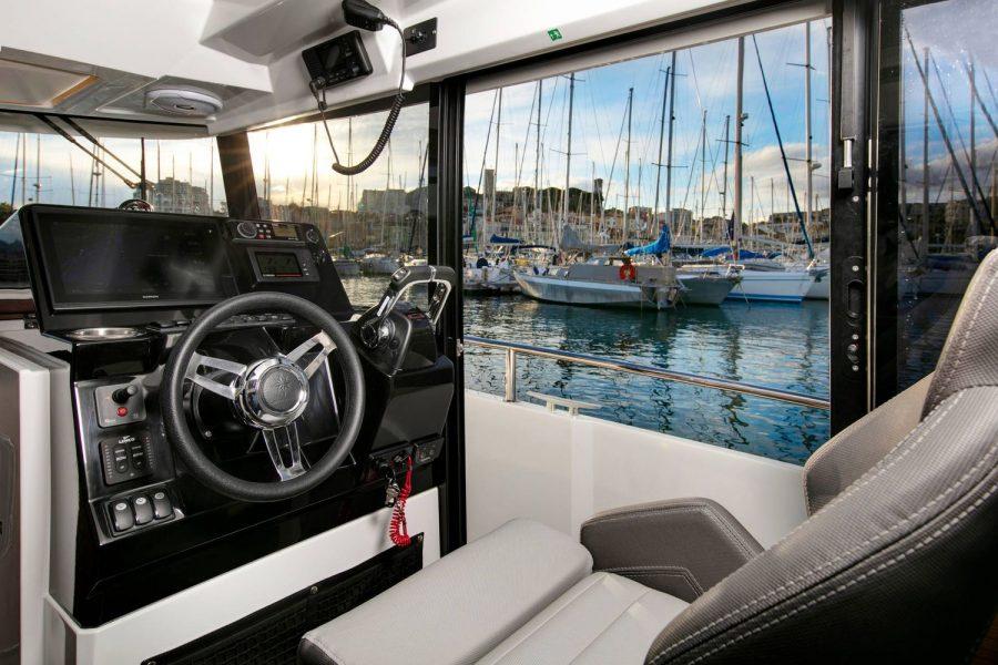 Merry-fisher-895-marlin-wheelhouse