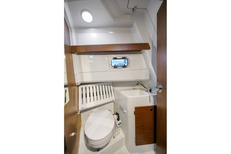 Jeanneau Merry Fisher 895 Marlin - toilet compartment