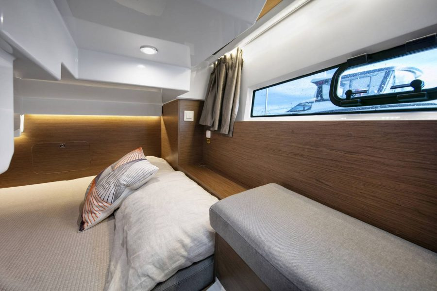 Jeanneau Merry Fisher 895 Marlin - aft cabin