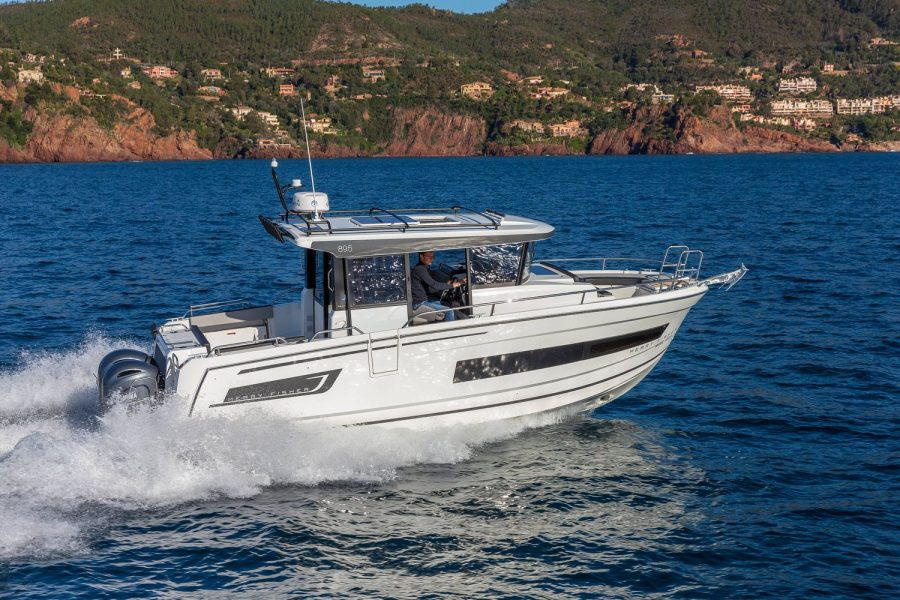 Merry-fisher-895-marlin-side