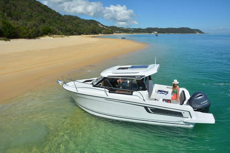 Jeanneau Merry Fisher 695 - Series 2 - on a beach
