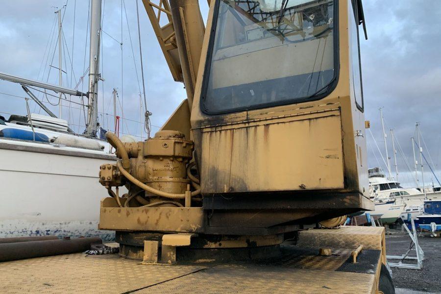Coles-Hydra-Husky-Crane-front-view