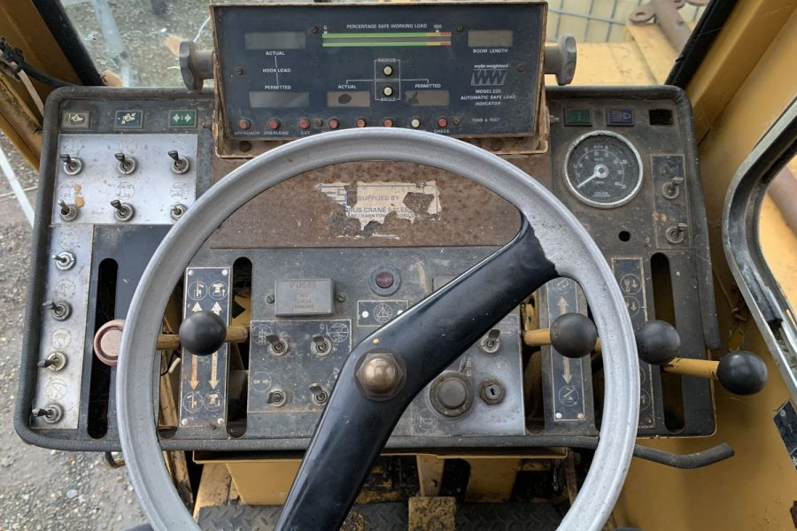 Coles-Hydra-Husky-Crane- wheel