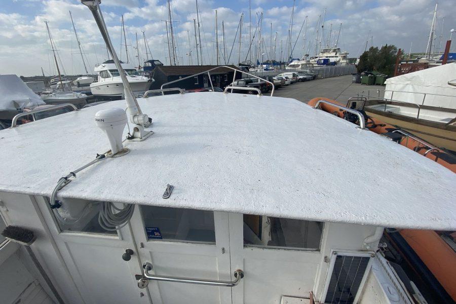 Maritime 21 fishing boat - wheelhouse roof