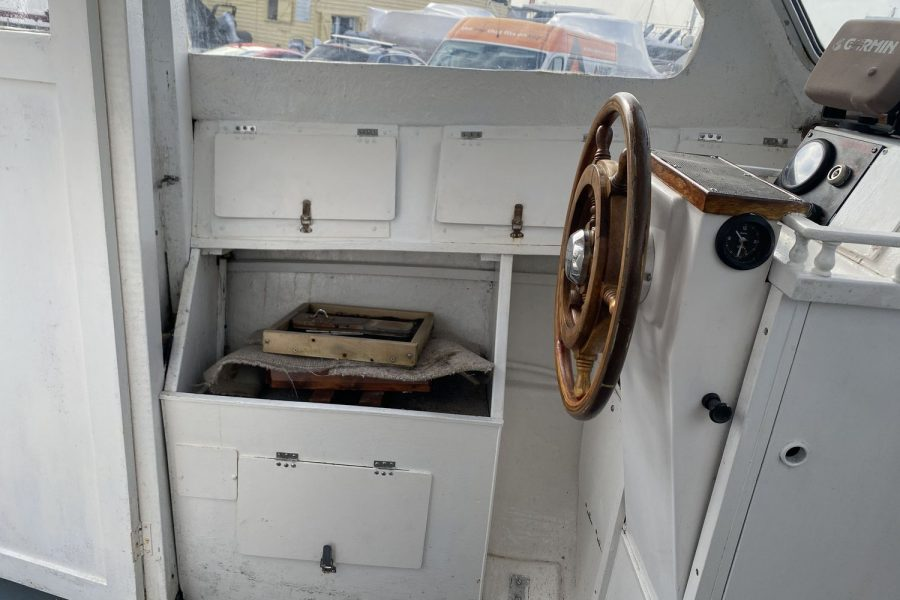 Maritime 21 fishing boat - cupboards and storage