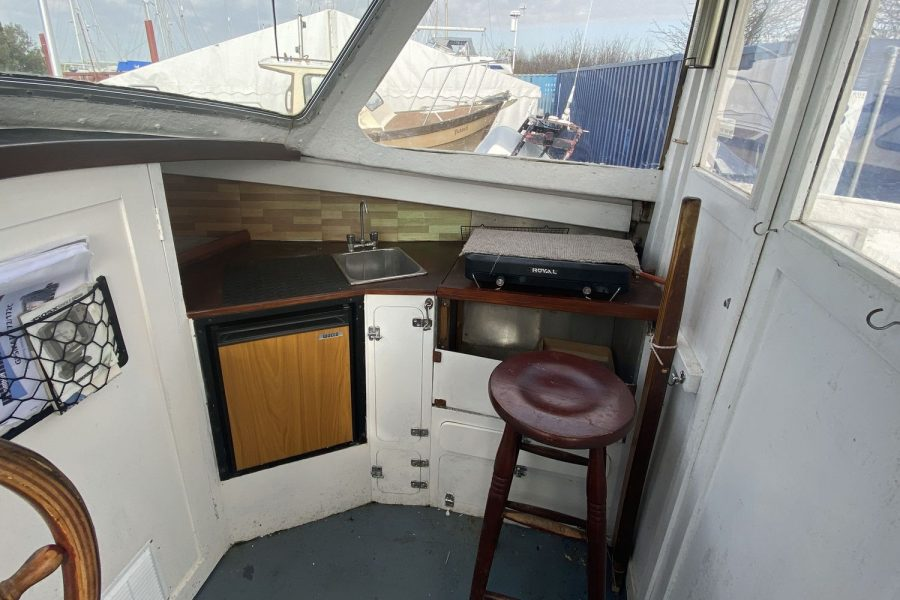 Maritime 21 fishing boat - galley