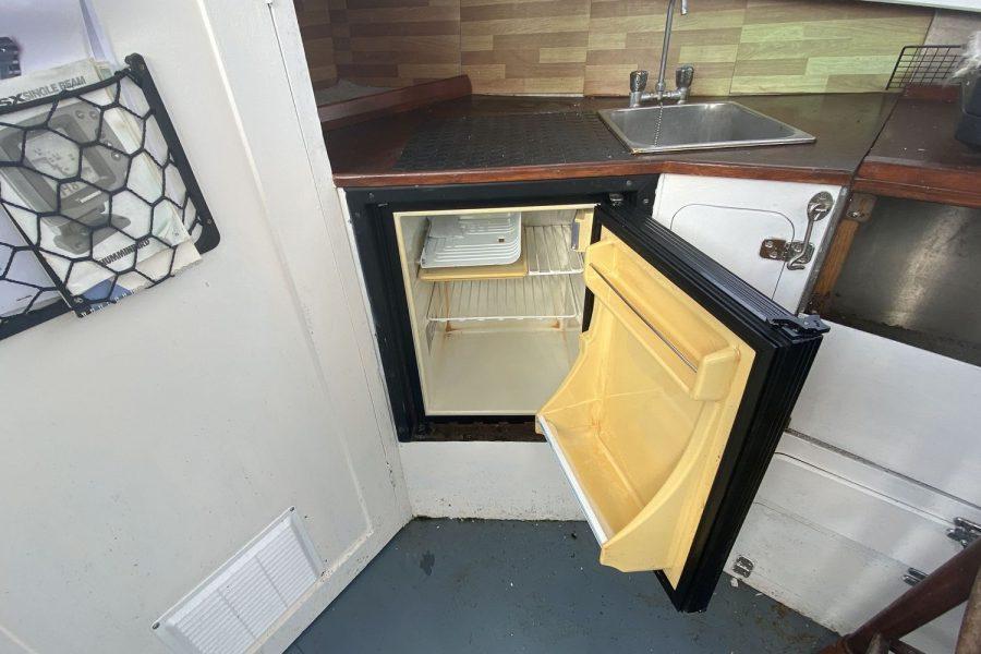 Maritime 21 fishing boat - fridge