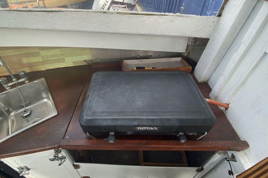 Maritime 21 fishing boat - stove
