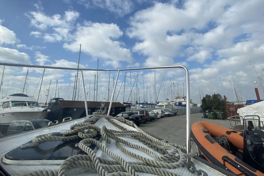 Maritime 21 fishing boat - bow and ropes