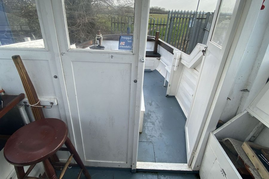 Maritime 21 fishing boat - view from wheelhouse to deck