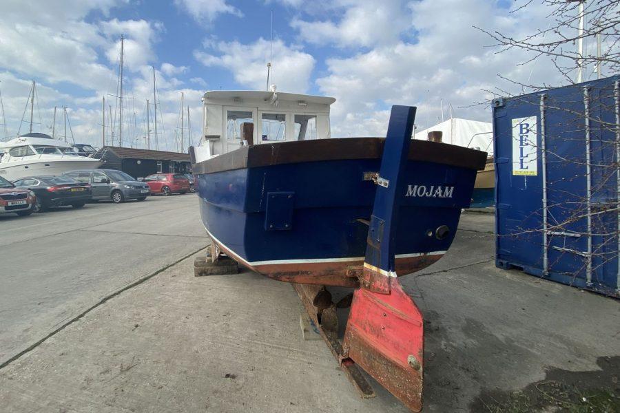 Maritime 21 fishing boat - aft