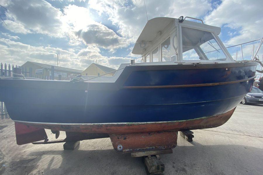 Maritime 21 fishing boat - starboard side