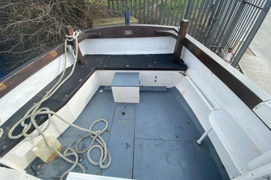 Maritime 21 fishing boat - cockpit