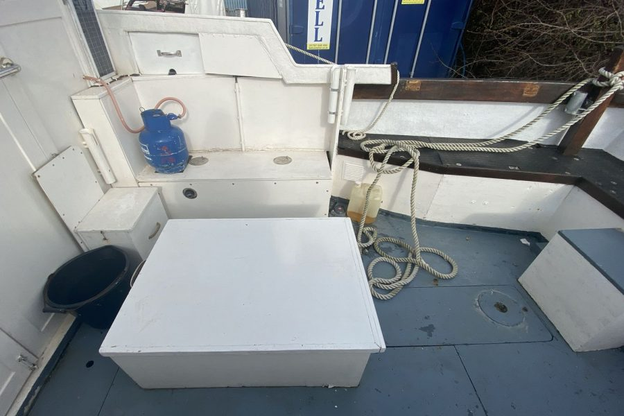Maritime 21 fishing boat - engine cover