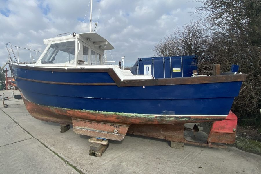 Maritime 21 fishing boat - port side and keels