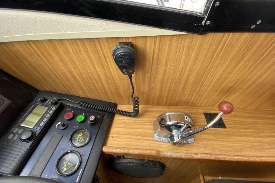 Corvette-Bullet-36-vhf-radio