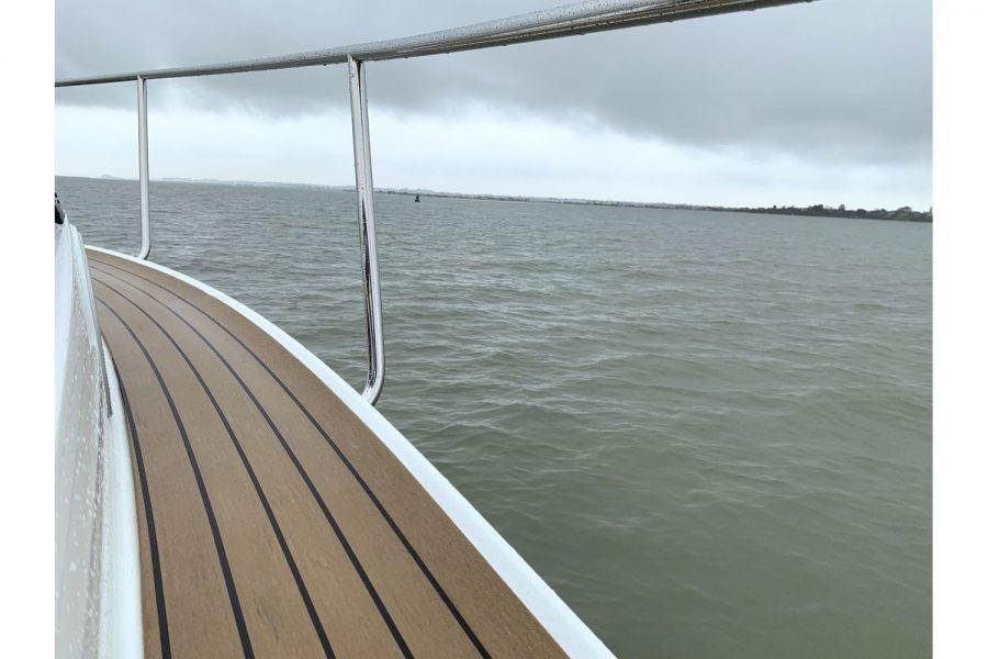 Jeanneau Merry Fisher 795 - side deck