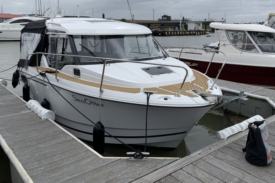 Jeanneau Merry Fisher 795 - on a mooring