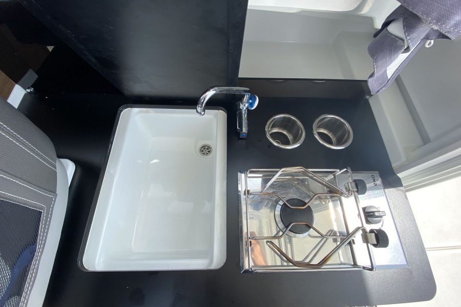 Last Leg -sink-and-stove
