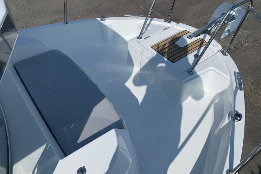 Merry-Fisher-795-marlin-front-deck