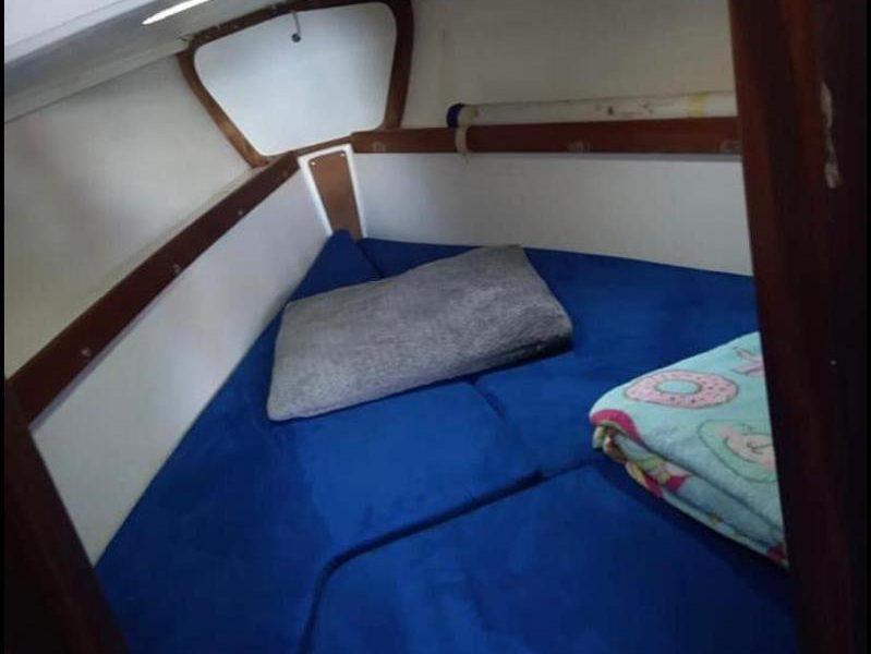 Jaguar27-berth