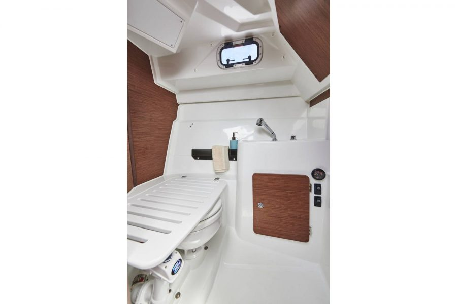 Jeanneau Merry Fisher 795 - toilet and shower compartment