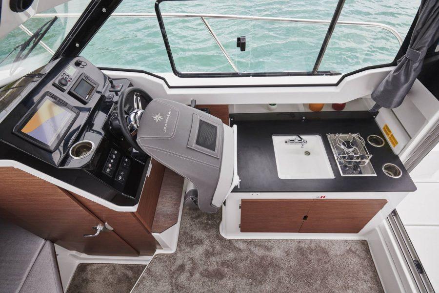 Jeanneau Merry Fisher 795 - luxury galley