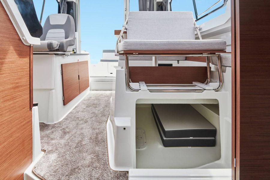 Jeanneau Merry Fisher 795 - under seat storage