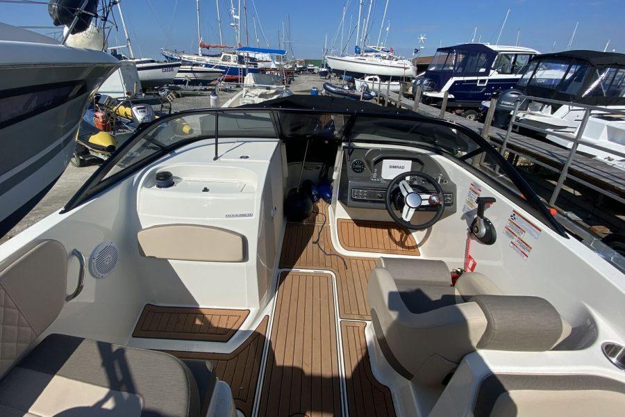 Bayliner VR6 Bowrider -front-deck