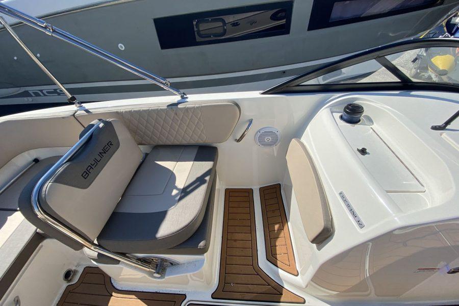 Bayliner VR6 Bowrider -co-pilot